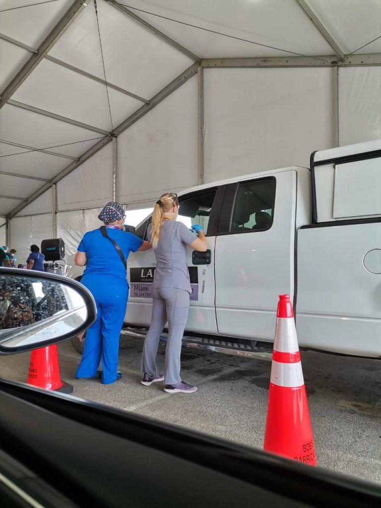 Cómo vacunarse contra COVID-19 en Miami